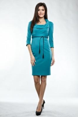Rochie Madame conica tricot uni, guler arcuit deschis, maneci 3/4 cu manseta si cordon contrast. Turcoaz