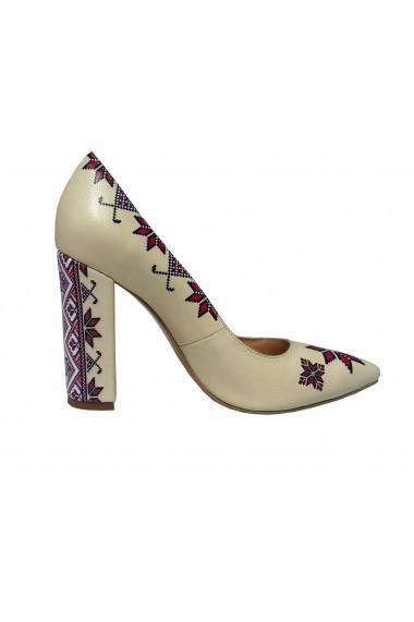 Pantofi pentru femei Crisstalus cu motive traditionale printate