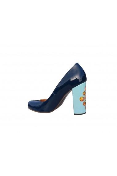 Pantofi pentru femei Crisstalus din piele naturala, cu toc printat si gravat