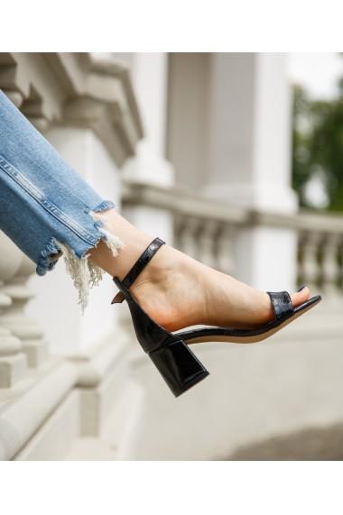 Sandale inalte cu toc gros Bigiottos negre Luxe
