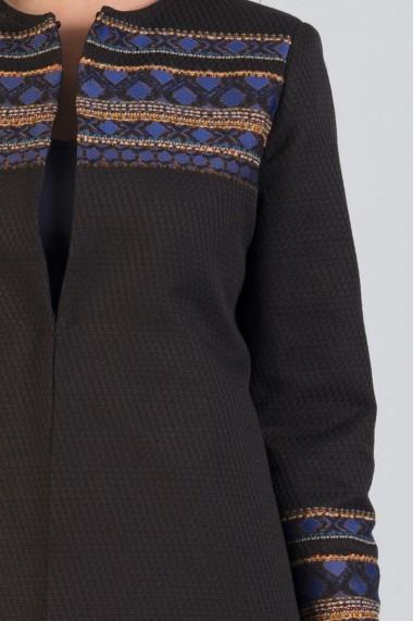 Jacheta neagra cu bordura albastra