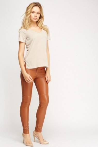 Pantaloni slim 620820-228526 Maro