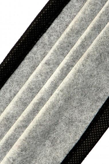 Masca de protectie din TNT si celuloza fundal negru