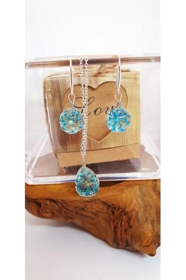 Set Pandantiv si cercei Handmade with Love cu Floare naturala Daucus Carota albastru prinsa in sticla.