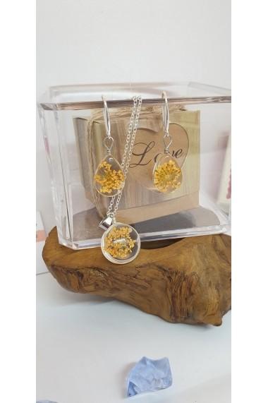 Set Pandantiv si cercei Handmade with Love cu Floare naturala Daucus Carota galben prinsa in sticla