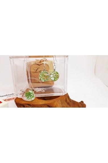 Set Pandantiv si cercei Handmade with Love cu Floare naturala Daucus Carota prinsa in sticla.