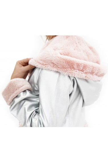 Jacheta scurta din piele argintie cu blana roz