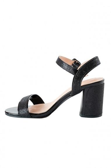 Sandale negre cu toc