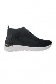 Pantofi negri cu talpa pernoasa