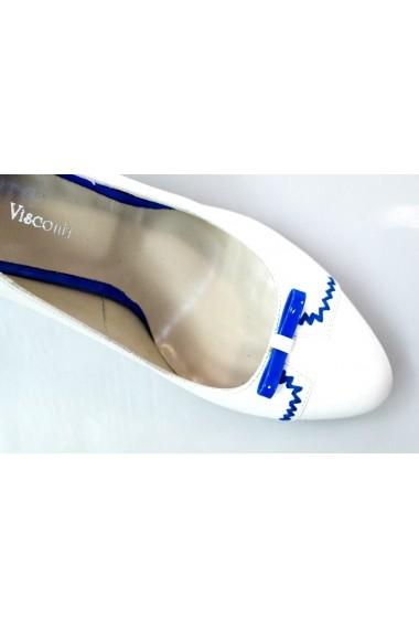 Pantofi cu toc Thea Visconti albi cu ornament albastru