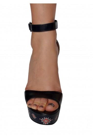 Sandale Crisstalus cu motive traditionale printate