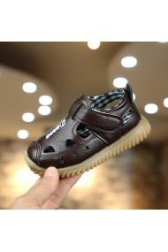 Pantofiori maro decupati pentru baietei