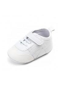 Adidasi albi pentru bebelusi
