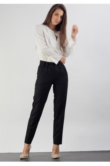 Pantaloni cu pliuri