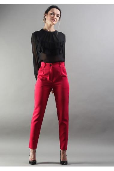 Pantaloni cu fenta