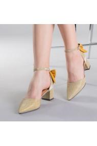 Дамски обувки Roxanne златисти