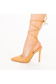 Дамски обувки Neiva бежови