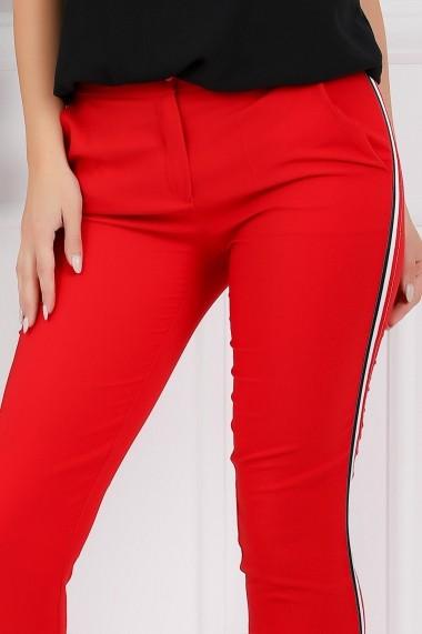 Compleu Mika din doua piese cu bluza neagra si pantaloni rosii