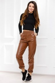 Pantaloni Brenda maro cu efect de piele