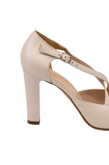 Sandale albe decupate din piele naturala  cu curele incrucisate