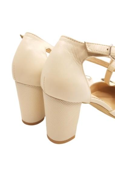 Pantofi dama bej decupati din piele naturala