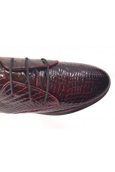 Pantofi dama burgundy din lac cu siret