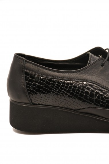 Pantofi comozi dama negri din lac cu siret