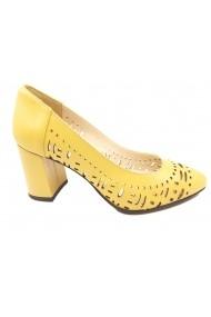 Pantofi cu toc dama galbeni din piele naturala perforata