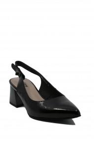 Pantofi dama decupati negri din lac cu varf ascutit