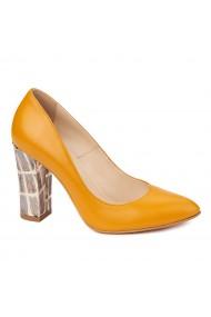 Pantofi eleganti din piele naturala camel cu toc imbracat 4439