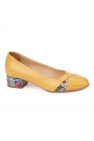 Pantofi galbeni cu toc mic din piele naturala 4491