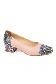 Pantofi bej cu toc mic din piele naturala 4494