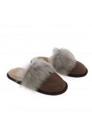 Papuci de casa din blana pufoasa naturala de miel si talpa moale culoare maro cu gri