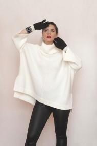 Pulover Carmen Grigoriu over-size cu guler inalt-alb