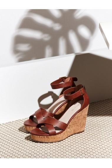 Sandale cu platforma Top Secret TOP-SBU0747BR Maro - els