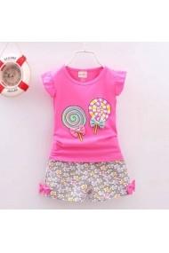 Set 2 piese fetite Malvera format din tricou roz cu acadele si pantaloni scurti cu flori